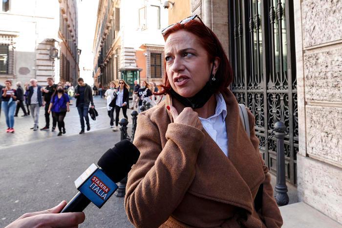 """Laura Granato entra in Aula senza Green pass, Palazzo Madama decide: """"Stop ai senatori no pass"""""""