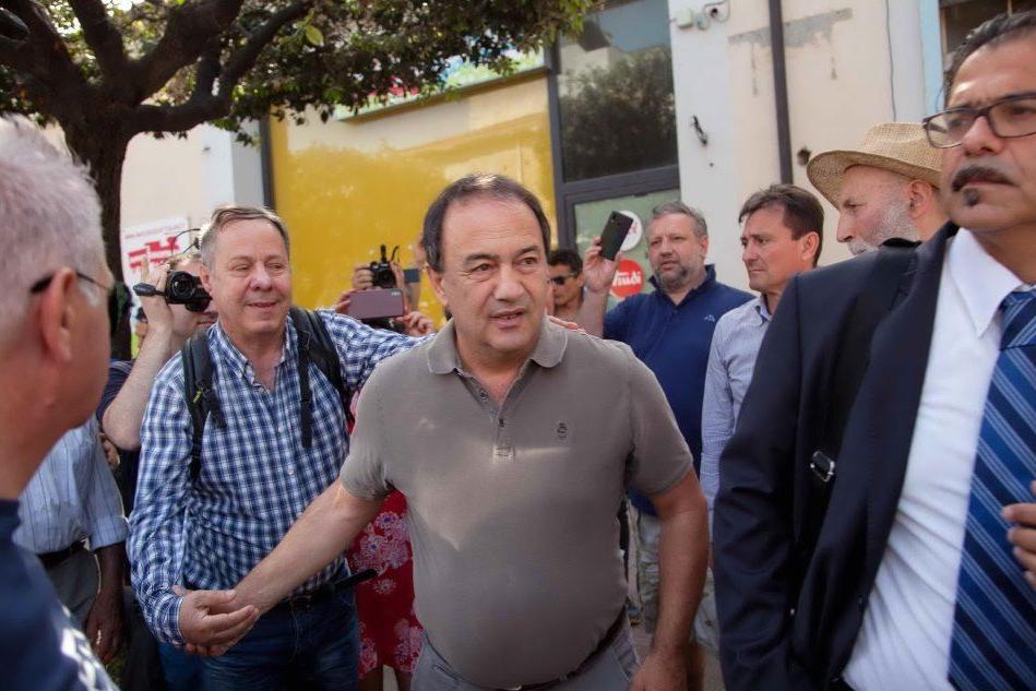 Riace, Mimmo Lucano a processo: confermato il divieto di dimora