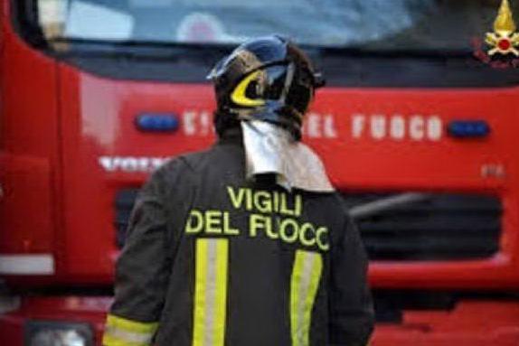 Un cadavere nella macchina bruciata: indagini a Monteriggioni