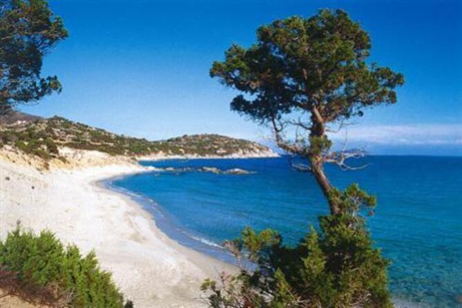 Porto Sa Ruxi, una spiaggia circondata da rocce e ginepri