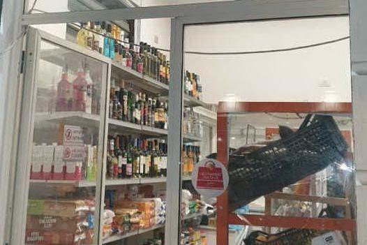 Vendono alcolici nonostante i divieti, minimarket multati alla Marina