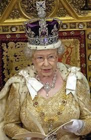 La corona della regina Elisabetta\u00A0(foto\u00A0Ansa)