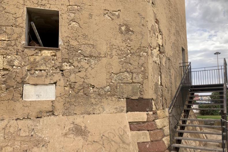 La Torre Aragonese vandalizzata (L'Unione Sarda - Pala)