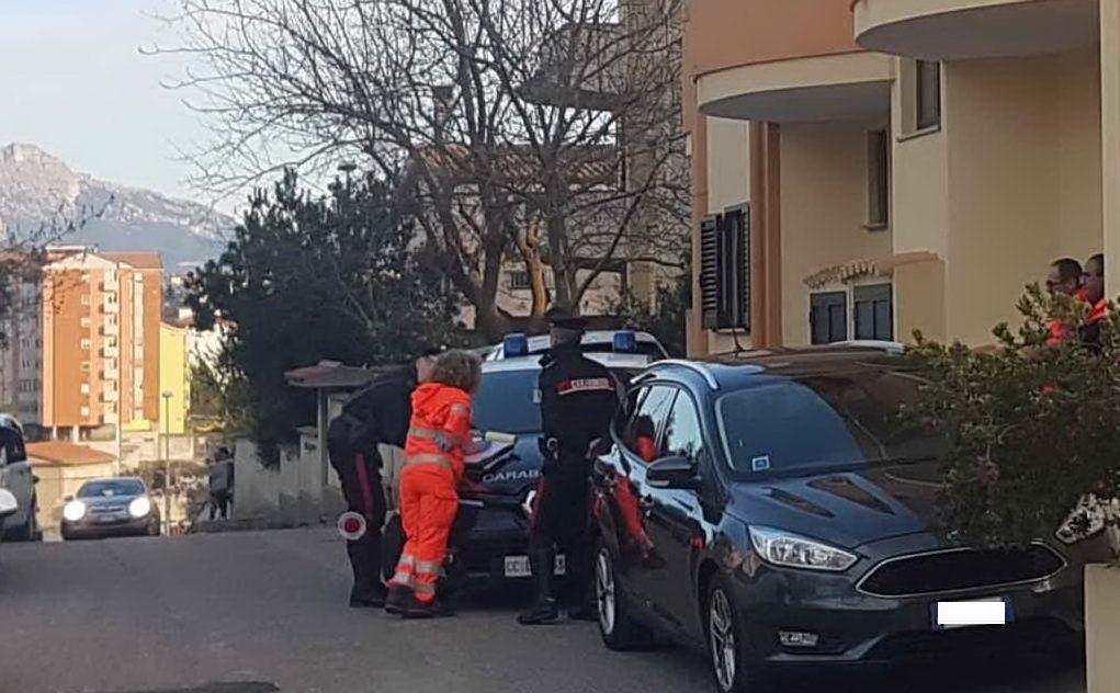 I carabinieri sul posto (L'Unione Sarda - Gualà)