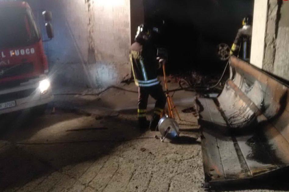 Paura a Burgos, in fiamme un garage