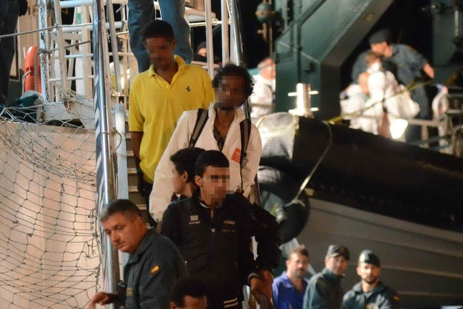 Nave dei migranti, sette arresti: fra gli scafisti c'è un quindicenne