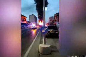 L'autobus prende fuoco improvvisamente: paura nel Torinese
