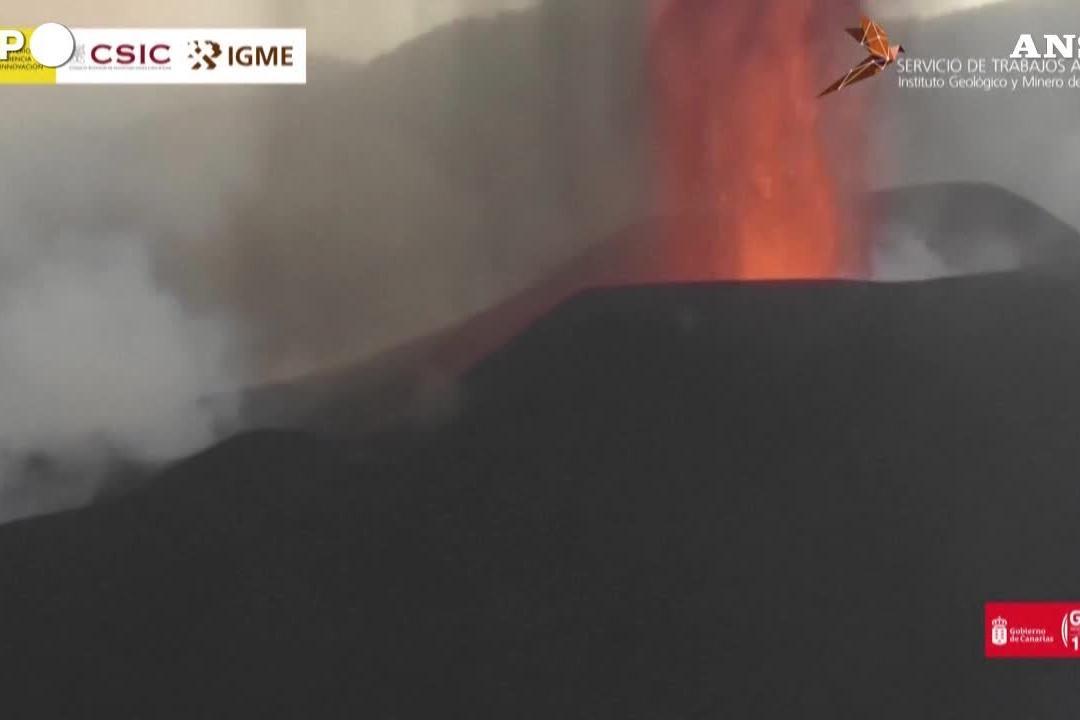 Canarie, il vulcano Cumbre Vieja continua a eruttare