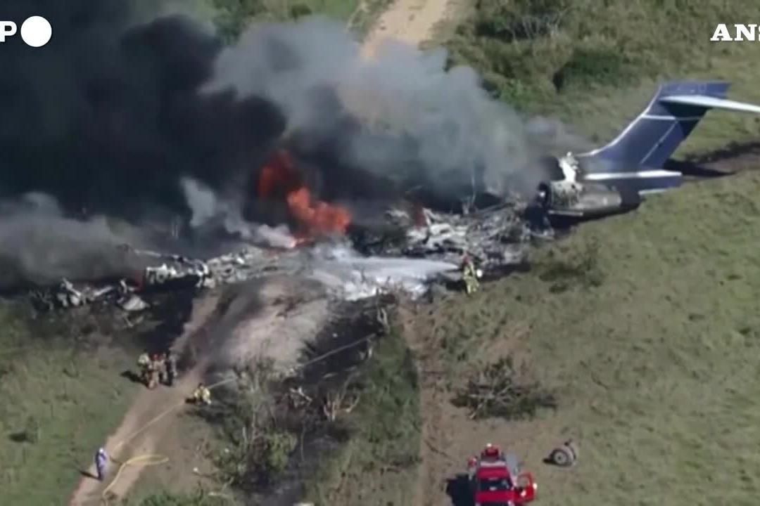 Texas, aereo precipita in un campo: si salvano tutti i passeggeri