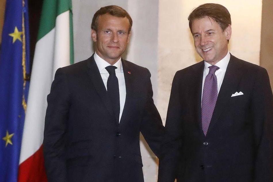 Conte riceve Macron: nell'incontro il tema dei migranti