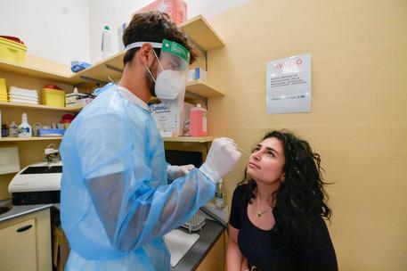 Covid, in Sardegna 24 nuovi casi e una vittima.Salgono a 12 i pazienti in terapia intensiva