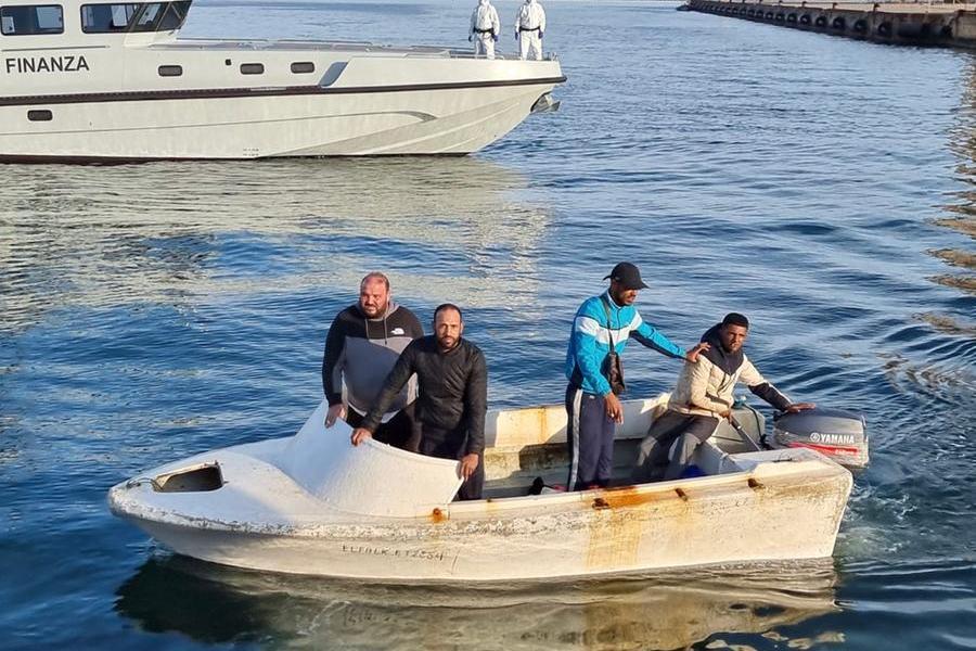 Migranti, nel Sulcis continuano gli sbarchi