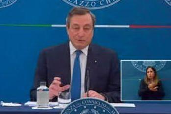 """Draghi: """"Riaperture? Non ho una data, capisco la disperazione ma condanno la violenza"""""""