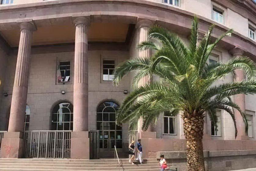 Estorsione all'avvocato Gosmino: Sassari, Sannitu a giudizio con altri cinque