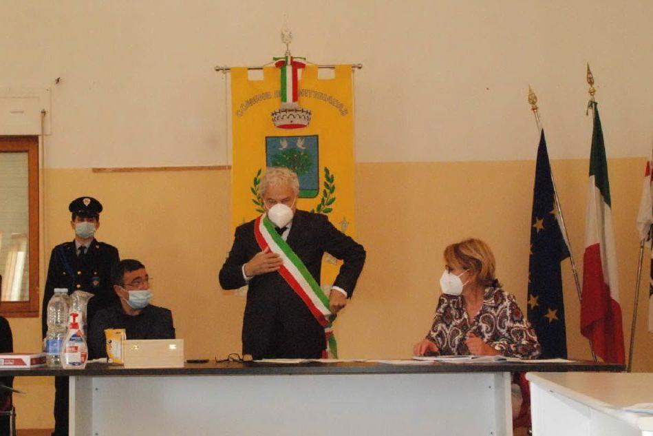 Il sindaco di Bortigiadas Nicola Saba in un momento della seduta odierna (foto da lui concessa)