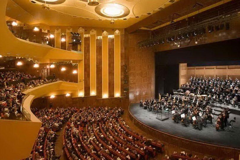 Il Teatro Lirico (archivio L'Unione Sarda)