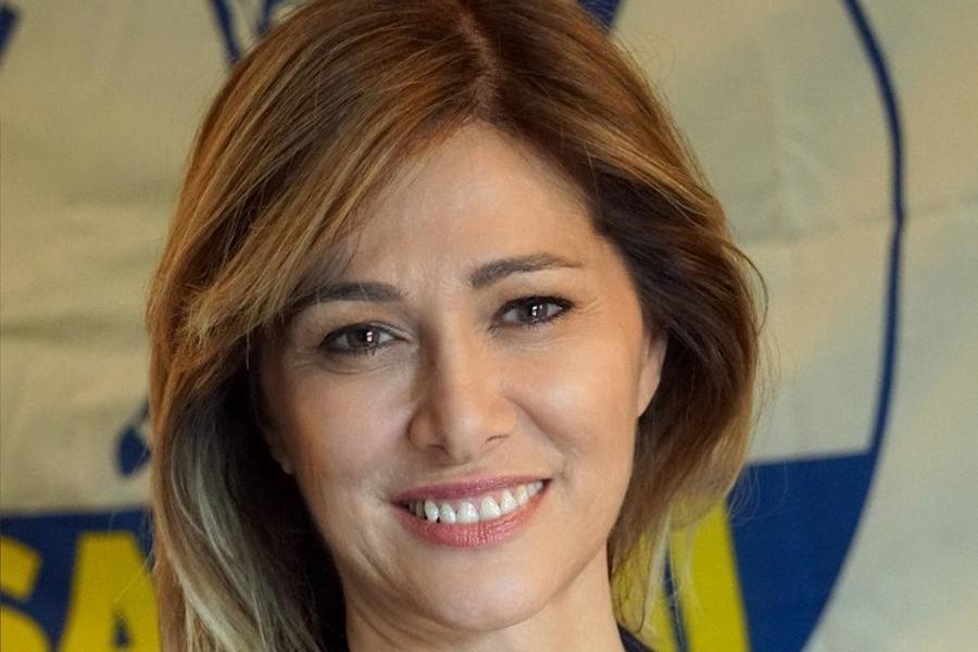 """Pro-vax lafiglia del medico morto di Covid, l'europarlamentare Lega: """"Una barzelletta"""""""