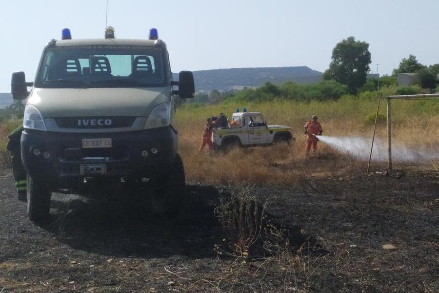 Ancora fiamme a Carbonia in via Dalmazia