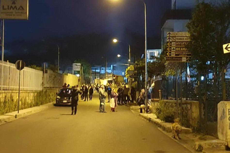 Sciame sismico in Campania, 25 scosse nella notte: paura e gente in strada