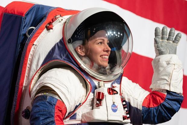 Tute degli astronauti in ritardo, in forse la missione sulla Luna
