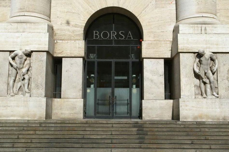 Borsa, Milano rifiata. Piazza Affari su, spread sotto quota 300