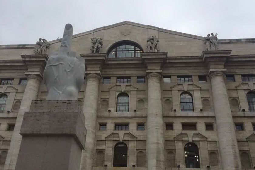 Borsa, Milano chiude in leggero rialzo: bene le banche