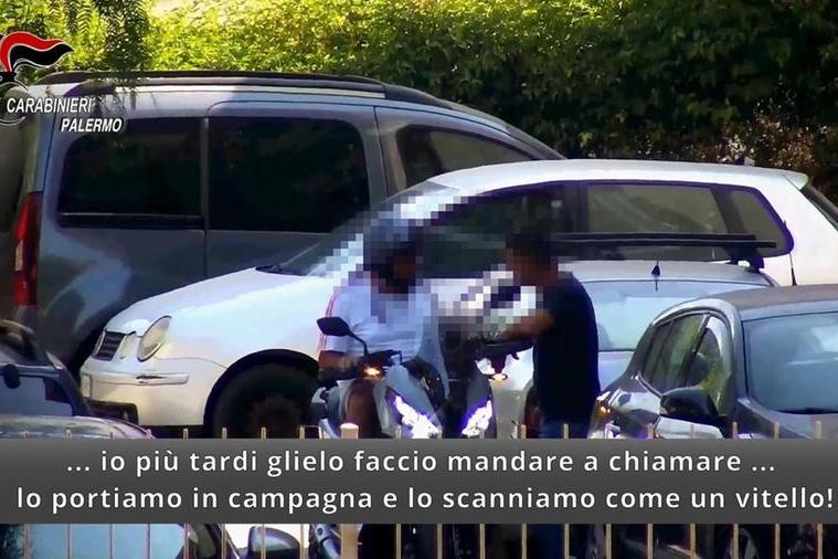 Un fermo immagine di un video di intercettazione dei carabinieri di Palermo (Ansa)