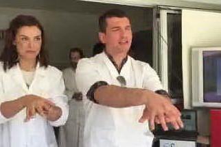 Sassari, igiene delle mani in corsia: flash mob degli operatori sanitari