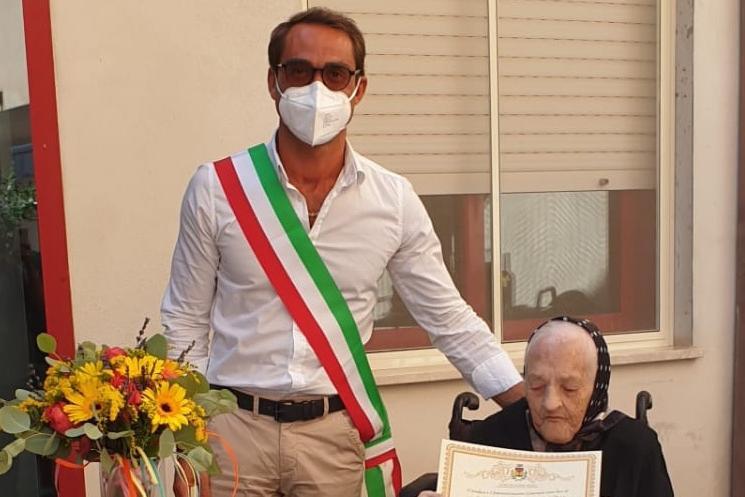 Berchidda in festa per i 103 anni di zia Mariuccia Madeddu