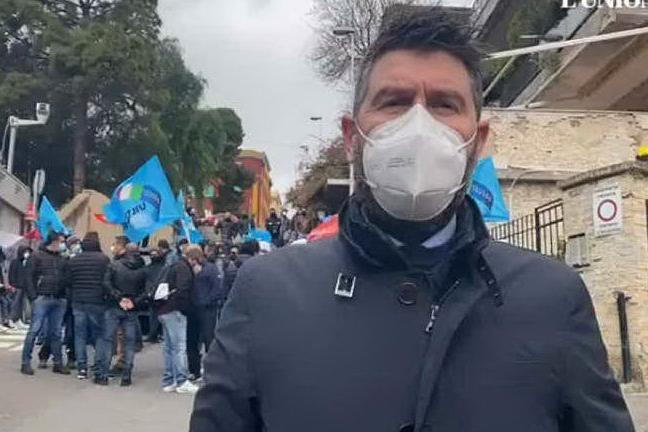 """Ex dipendenti Porto Canale a Villa Devoto: """"Subito in sicurezza i lavoratori"""""""