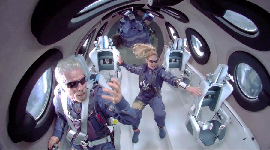 Tre italiani prontia un volo suborbitale con laVirgin Galactic