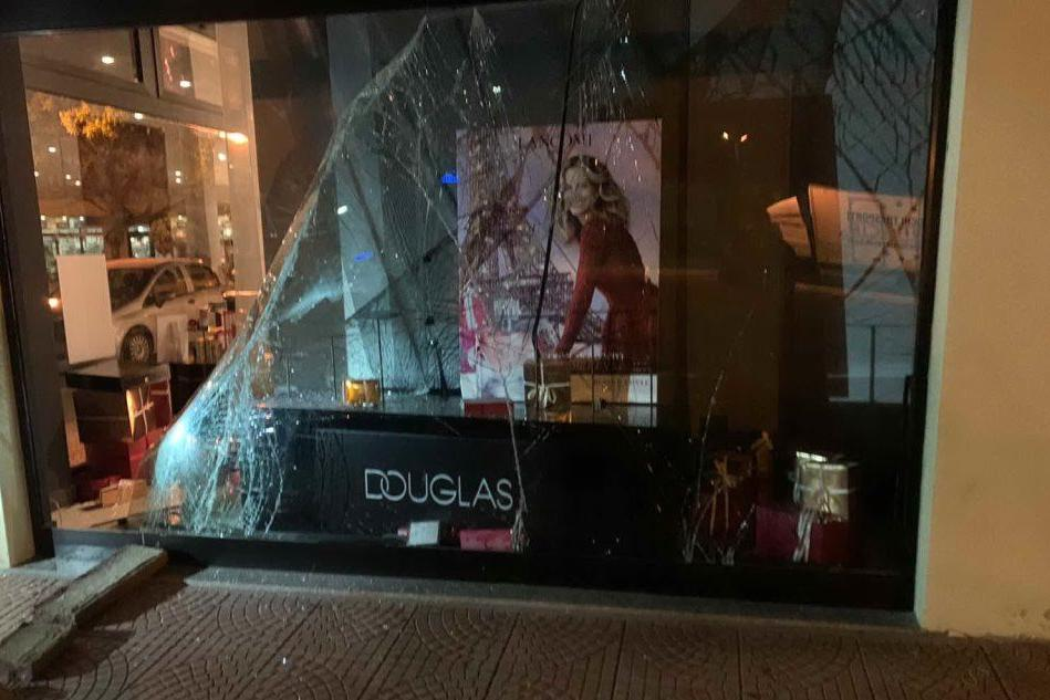 Carbonia, fanno razzia in un negozio: bloccati dalla Polizia