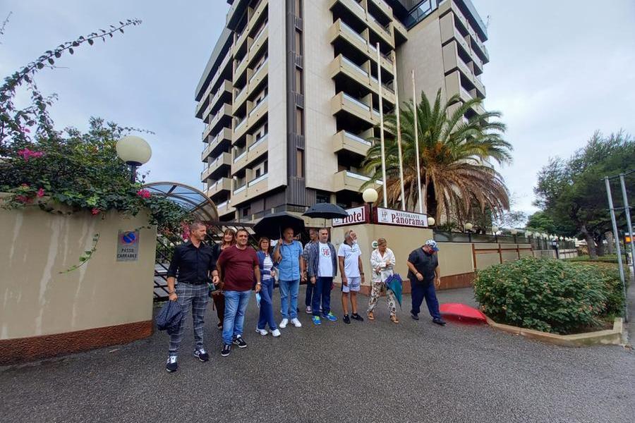 """Cagliari, chiude l'hotel Panorama. L'ira dei dipendenti: """"Senza stipendio da mesi"""""""