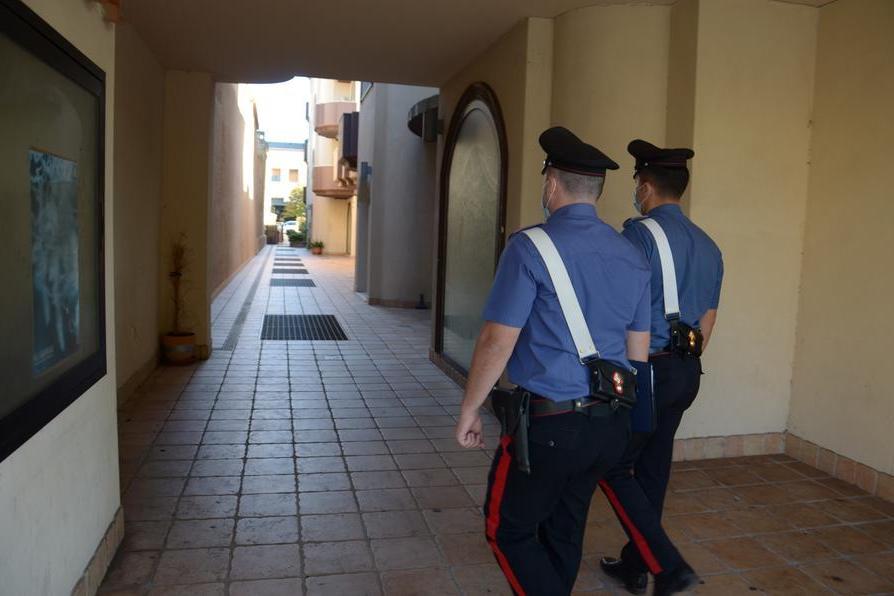 """In casa due dipinti """"sospetti"""": nuovi guai per una coppia di Carbonia"""