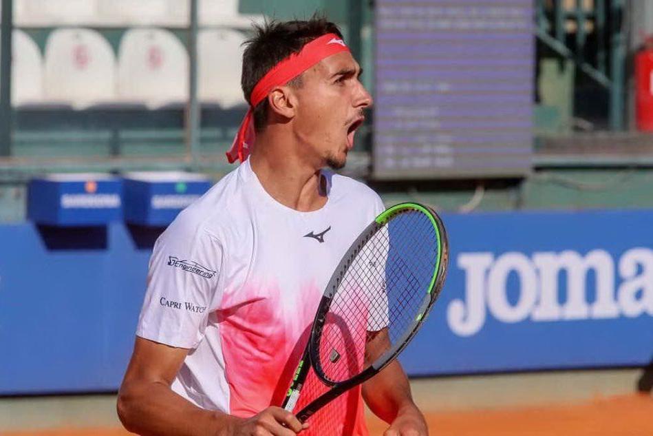 Sonego vince in rimonta ed è in semifinale a Cagliari, out Musetti
