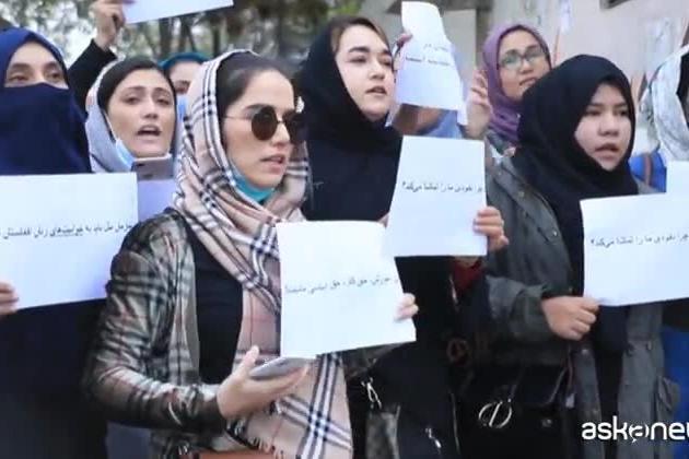 Donne afgane in corteo contro il silenzio della comunità internazionale