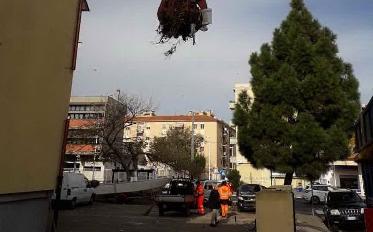 Gli interventi di pulizia (foto Comune di Cagliari)