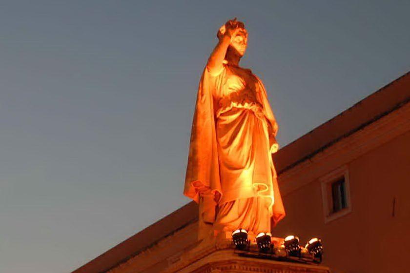 La statua tra storia, leggenda e massoneria