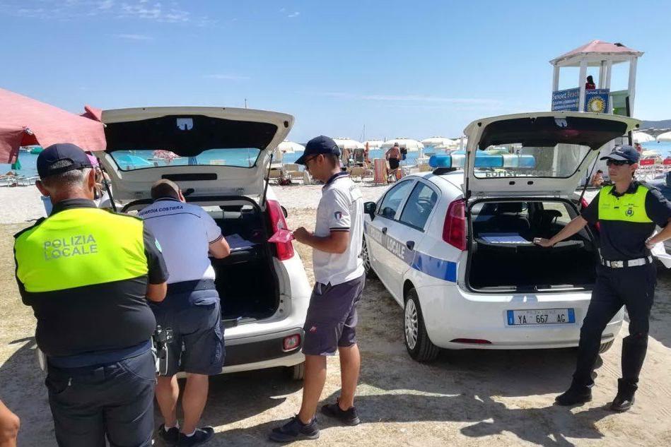 Olbia, blitz in spiaggia contro gli ambulanti: multe per 30mila euro