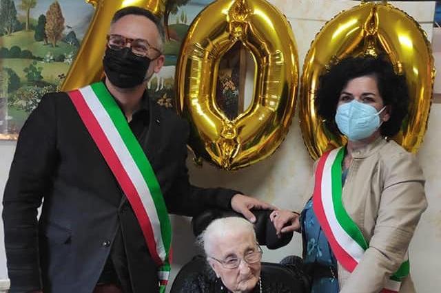 Cheremule in festa per i cento anni di zia Antonietta Manchia