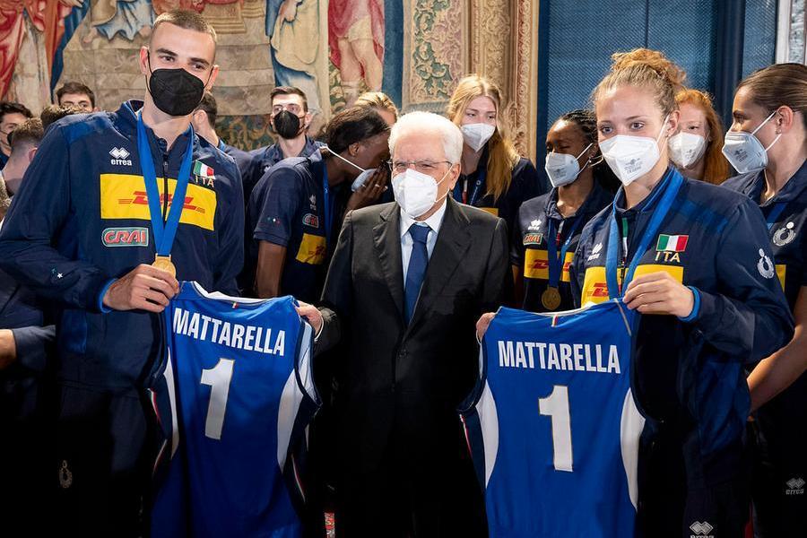 """Italvolley, l'omaggio diMattarella e Draghi: """"Avete reso onore alla maglia"""""""