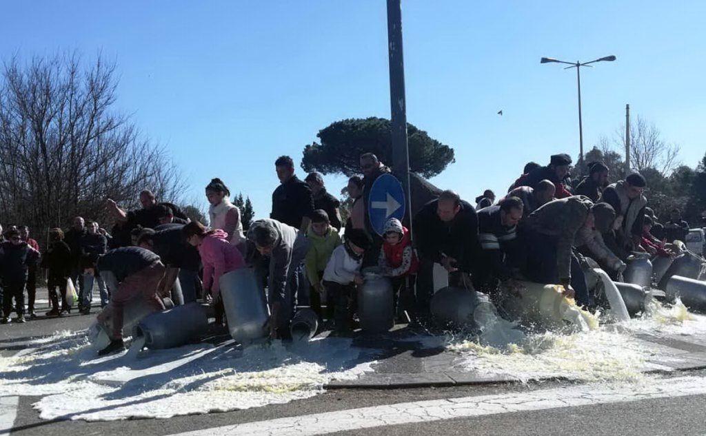 La protesta a Uras (L'Unione Sarda - Pintori)