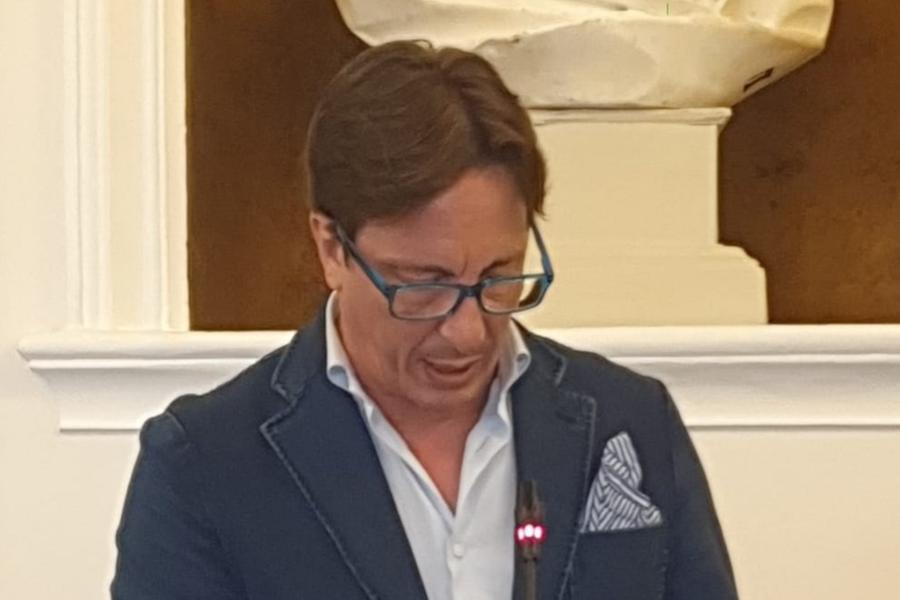 """Sassari, impazza sui social il consigliere comunale che """"risolve i problemi'"""