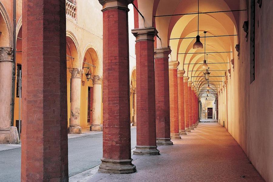 I famosi portici di Bologna (Ansa)