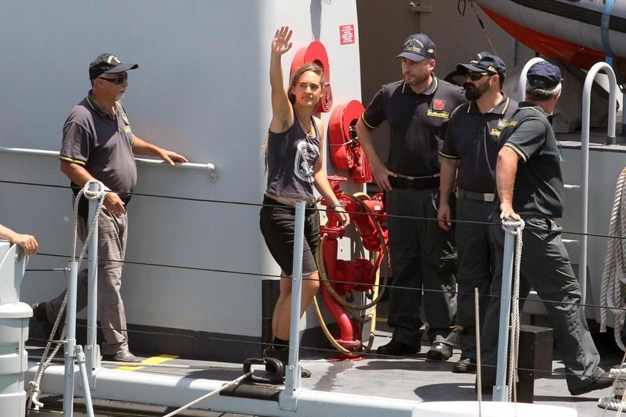 Il dovere di salvare i naufraghi in mare: ecco perchè è stata assolta la comandante della Sea Watch 3
