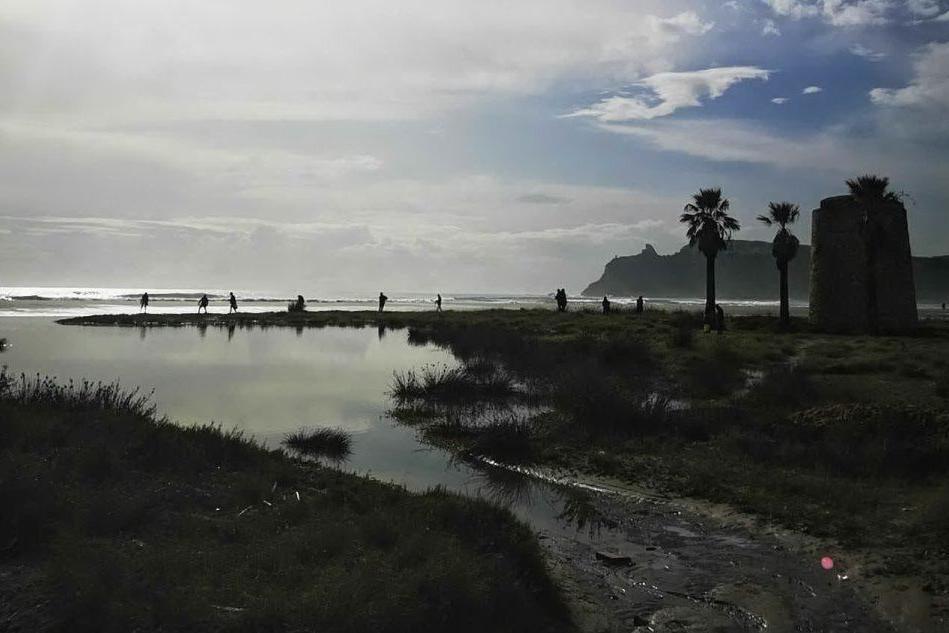 Poetto travolto dalla mareggiata, la spiaggia il giorno dopo