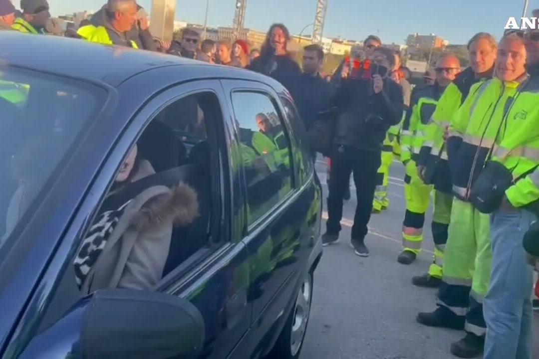 Trieste, oltre 5mila persone protestano contro il Green Pass obbligatorio