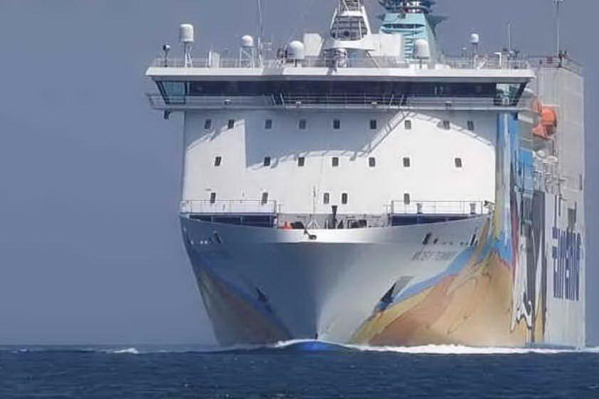 """Il traghetto Moby Otta """"salta"""" il porto di Arbatax"""