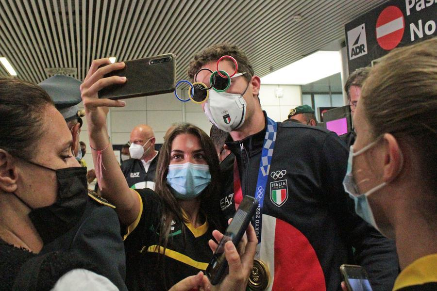 Tortu, Patta e Desalu tornano in Italia: una folla accoglie i campioni di Tokyo