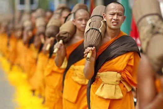 Assalto al tempio: due monaci uccisi a fucilate